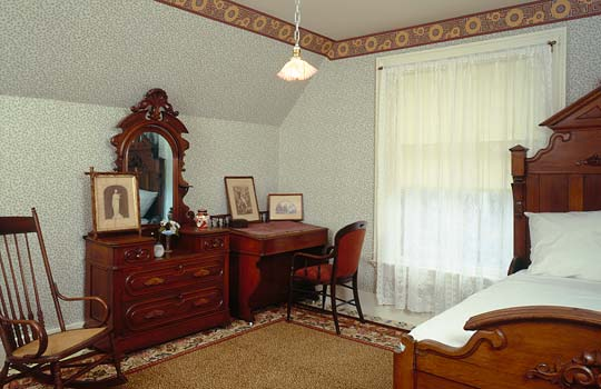 PHOTO: WIllard House bedroom
