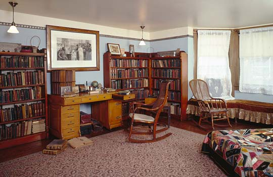 PHOTO: WIllard House den
